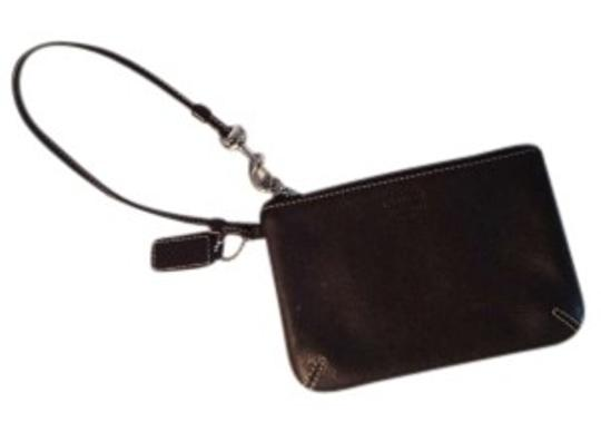 Preload https://item4.tradesy.com/images/coach-brown-leather-wristlet-134473-0-0.jpg?width=440&height=440