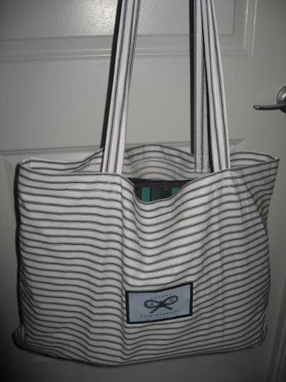 Anya Hindmarch Belvedere Large Tote in Green Image 11