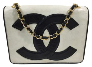 Chanel Logo Leather Cc Shoulder Bag