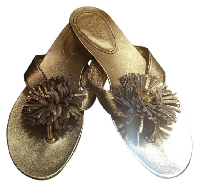 Item - Gold Flip Flops In Metallic Leather with Flower Flats Size US 5 Regular (M, B)