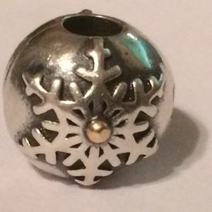PANDORA Authentic 925 Sterling Silver Snowflake Charm 791232