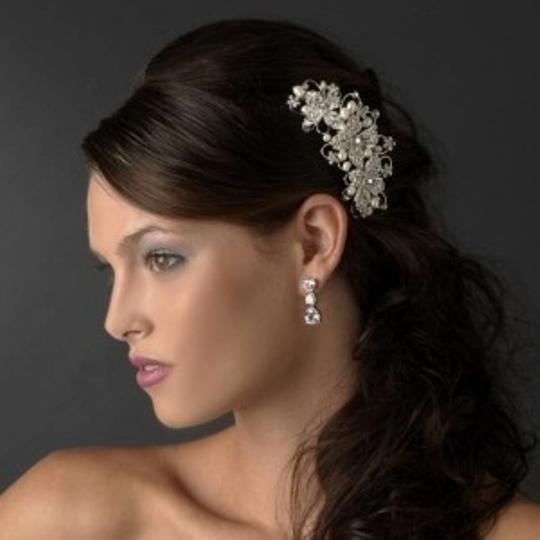 Preload https://item1.tradesy.com/images/elegance-by-carbonneau-silver-freshwater-pearl-rhinestone-comb-hair-accessory-134575-0-0.jpg?width=440&height=440