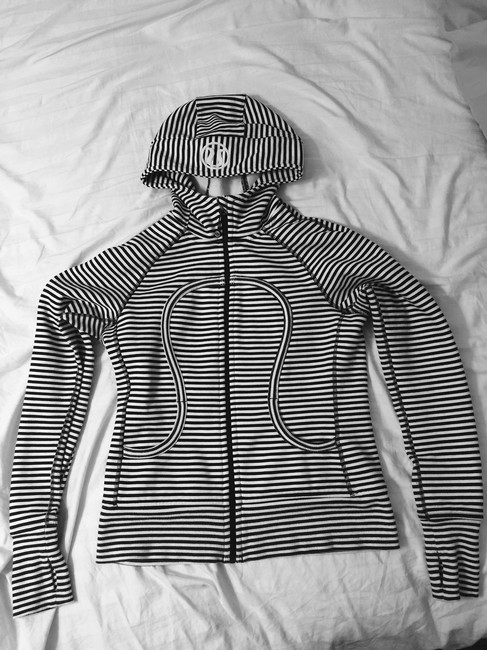 Item - Black and White Scuba Activewear Outerwear Size 8 (M, 29, 30)