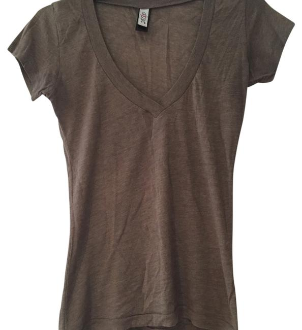 Preload https://img-static.tradesy.com/item/13463527/urban-outfitters-tee-shirt-size-0-xs-0-1-650-650.jpg