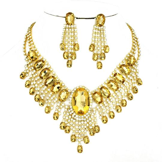 Preload https://img-static.tradesy.com/item/13465741/brown-gold-clear-glass-stones-crystal-earring-necklace-0-1-540-540.jpg