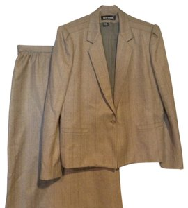 Harvé Benard Wool Vintage Suit Looks Like New