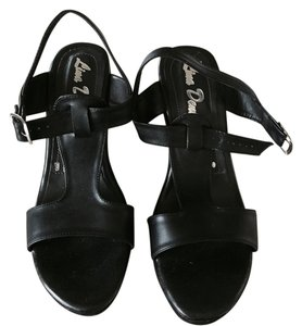 Lina Denis Black Wedges