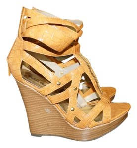 Michael Antonio Heels tan Wedges