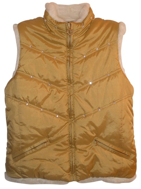 Preload https://item1.tradesy.com/images/the-children-s-place-gold-and-white-nwot-faux-fur-reversible-10-12-vest-size-10-m-1347615-0-0.jpg?width=400&height=650