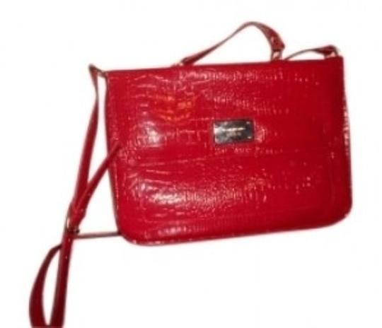 Preload https://item2.tradesy.com/images/liz-claiborne-red-shiny-leather-crocodile-print-laptop-bag-134781-0-0.jpg?width=440&height=440