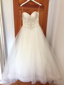 Casablanca Ivory Tulle 2143 Formal Wedding Dress Size 14 (L)