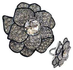 Kenneth Jay Lane KJL- Kenneth Jay Lane Signatured Classic Big Flower Ring w/Swarovski Crystals
