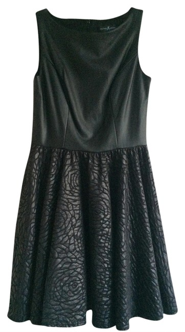 Preload https://img-static.tradesy.com/item/1348241/marciano-black-leather-above-knee-cocktail-dress-size-4-s-0-0-650-650.jpg