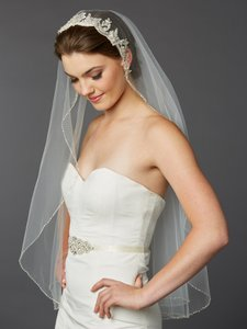 Mariell Ivory 1-layer Fingertip Bridal Veil With Embroidered Silver Lace Applique Headpiece