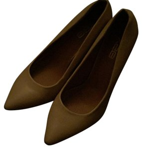 X2b Beige Pumps