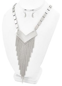 BIJOUX STELLA Rhodiumized Graduating Necklace & Fish Hook Earring Set