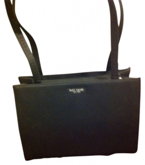 Preload https://item5.tradesy.com/images/kate-spade-hardlygently-worn-such-a-classic-fabric-shoulder-bag-135029-0-0.jpg?width=440&height=440