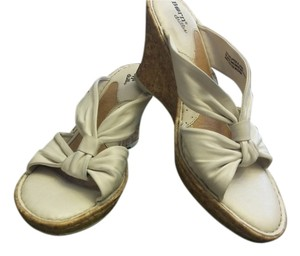 Brn Cream Wedges