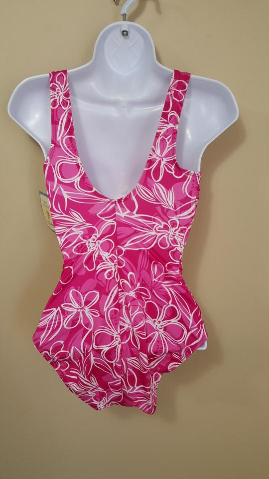 5fb6ddb0e1dad L.L.Bean L.L.Bean Tank with Soft Cups Floral Print One Piece Swimsuit Size  6 Image. 12
