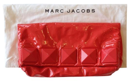 Preload https://item1.tradesy.com/images/marc-jacobs-fergie-studded-coral-salmon-patent-leather-clutch-1351425-0-0.jpg?width=440&height=440