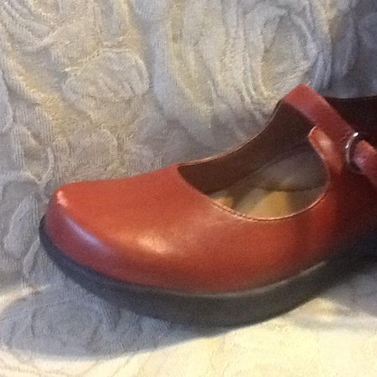 Dansko Strap Comfortable Leather Cushioned Stylish Berry Mules
