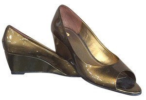 Liz Claiborne Gold Wedges