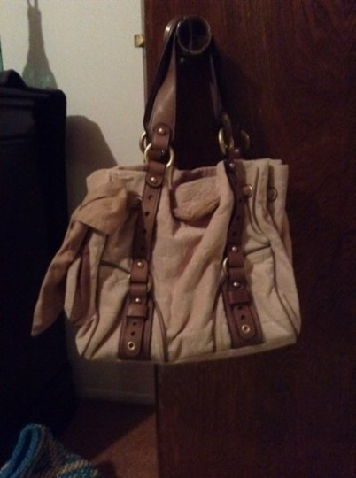 Preload https://img-static.tradesy.com/item/1352101/juicy-couture-tan-leather-and-velour-satchel-0-0-540-540.jpg