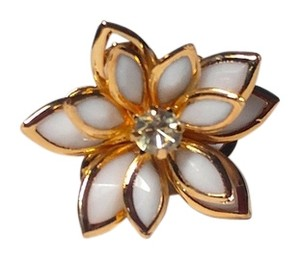 Other New White Flower Adjustable Statement Ring Gold Tone J2272
