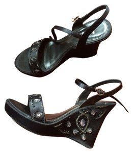 L.E.I. Black Fabric Wedges