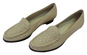 Softspots Leather Size 6.00 Narrow Excellent Condition Neutral Flats