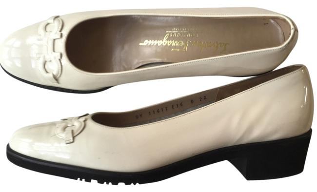Item - Ivory Vintage Classic Loafer Pumps Size US 8 Narrow (Aa, N)