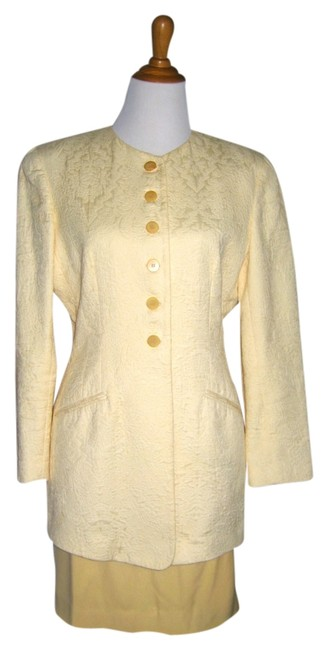 Item - Yellow Great Fitting Classic Skirt Suit Size 10 (M)