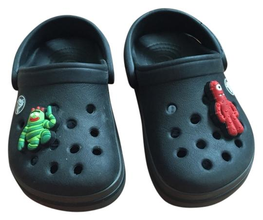 Preload https://img-static.tradesy.com/item/1353219/crocs-black-mulesslides-size-us-4-regular-m-b-0-0-540-540.jpg