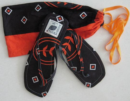 Private Collection Beach Flat Slim Size 9.50 Bright Colorful Kanga Printed Fabric 100 % Cotton From Kenya East Africa Rubber Soles Hand Black / Hot Orange Sandals