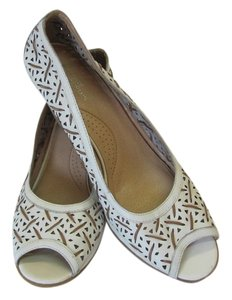 White Mountain Size 11.00 M (usa) Leather Very Good Condition White, Neutral Wedges