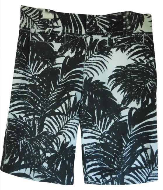Preload https://item3.tradesy.com/images/old-navy-black-and-white-print-bermuda-shorts-size-0-xs-25-1354527-0-0.jpg?width=400&height=650
