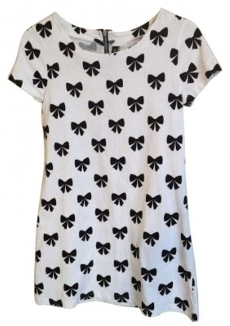 Preload https://img-static.tradesy.com/item/135473/h-and-m-black-and-white-mini-short-casual-dress-size-6-s-0-0-650-650.jpg