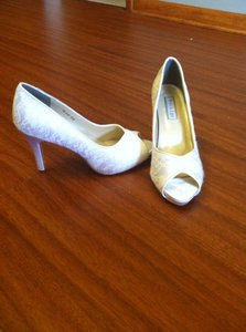 Touch Ups White Lace Size US 9