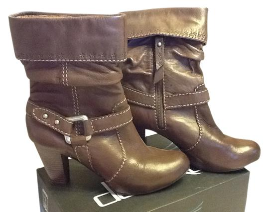 Preload https://item2.tradesy.com/images/fossil-leather-heel-brown-boots-1354931-0-0.jpg?width=440&height=440
