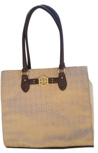 Tommy Hilfiger Weekend Business Tan Durable Tote in Tan/Brown