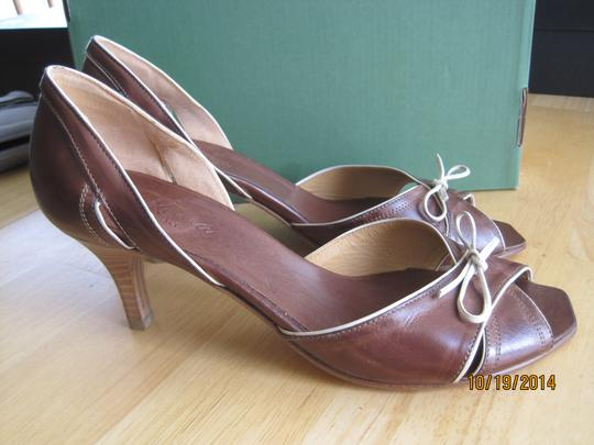Via Roma Brown Pumps