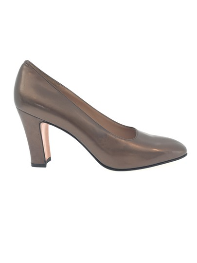 Preload https://img-static.tradesy.com/item/1356281/salvatore-ferragamo-brown-bronze-patent-leather-pumps-size-us-10-narrow-aa-n-0-1-540-540.jpg