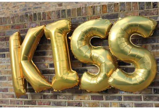 Preload https://img-static.tradesy.com/item/13564300/silver-or-gold-4-pieces-kiss-jumbo-size-40-letter-foil-balloons-float-w-helium-reception-decoration-0-0-540-540.jpg