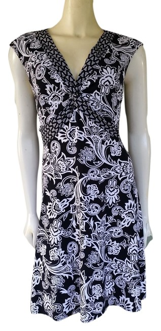 Preload https://item5.tradesy.com/images/white-house-black-market-damask-print-pull-on-knee-length-workoffice-dress-size-2-xs-1357239-0-0.jpg?width=400&height=650