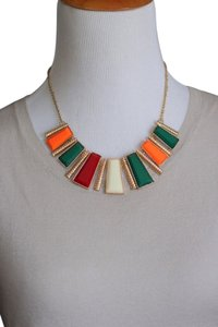 0 Degrees Chic Woman Multi Color Statement Necklace!