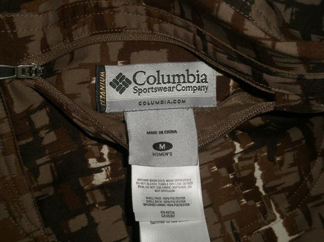 Columbia Sportswear Company Reversible For Two Looks In One *smooth Polyester Side Has Sleek Unique Patterns *omni-shield Advanced Repellency Sheds Raincoat