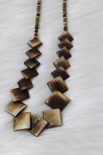 NY Collection Preowned Beautiful Wooden Necklace!