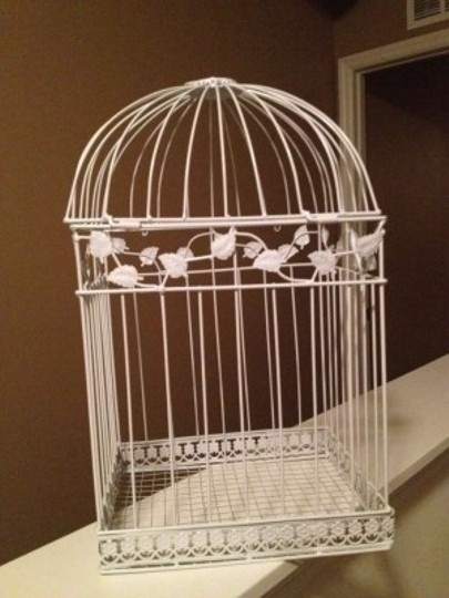 Preload https://item1.tradesy.com/images/white-birdcage-card-holder-other-135830-0-0.jpg?width=440&height=440