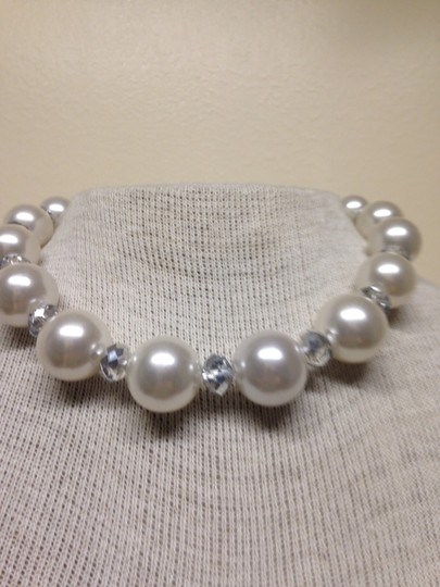 Preload https://item2.tradesy.com/images/white-house-black-market-pearls-and-clear-house-necklace-1358566-0-0.jpg?width=440&height=440
