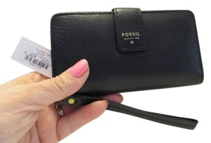Fossil Wallet Tag Wristlet in Black